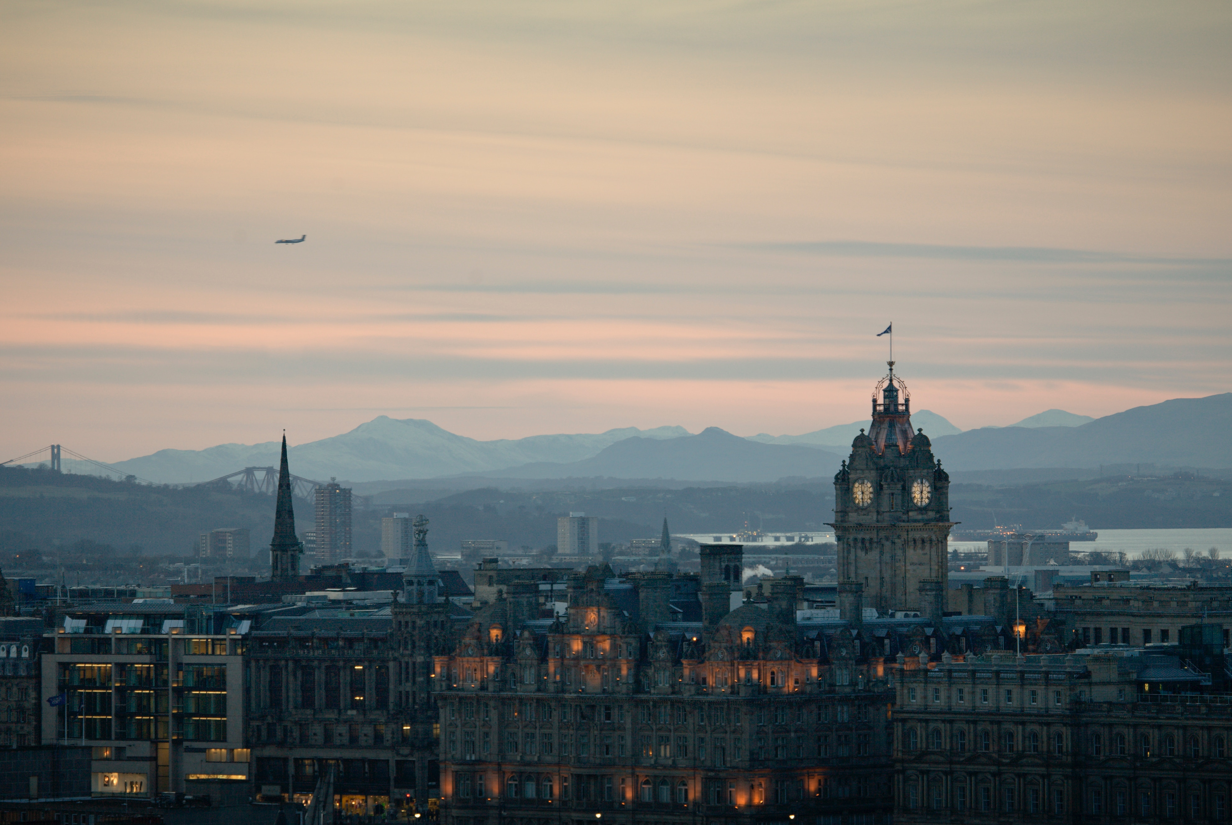 Edinburgh_joe-tree-519328-unsplash.jpg (1.45 MB)